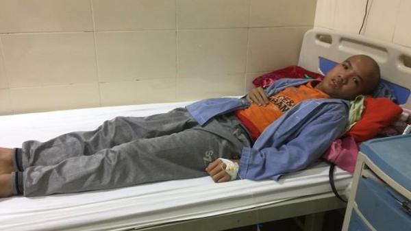 Hưng Yên: Chồng chất bệnh tật, cậu bé 13 tuổi mong một ngày bớt đau