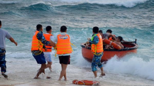 Bão số 16 - Tembin mang sóng biển cao 10 m ập vào quần đảo Trường Sa