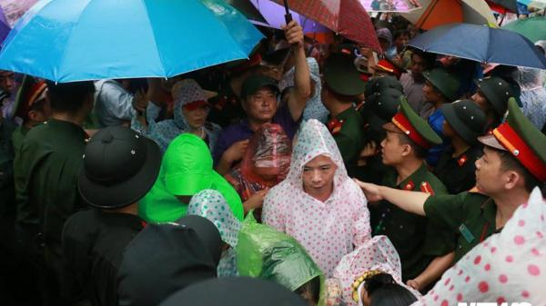 Hàng vạn người đội mưa đổ về Đền Hùng ngày giỗ Tổ Hùng Vương 2018