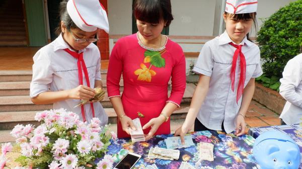 Phú Thọ: 4,2 tỷ đồng thu được tại ngày hội mổ lợn nhựa khuyến học