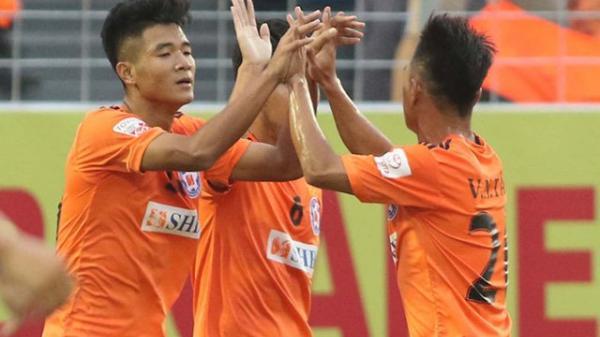 Hà Đức Chinh nhận danh hiệu bàn thắng đẹp nhất tháng 4