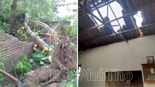 Phú Thọ: 10 nhà bị đổ sập và trên 1.900 nhà bị tốc mái do giông lốc