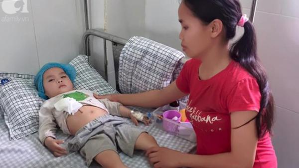 Phú Thọ: Tận cùng nỗi đau của người mẹ bị tật ôm con trai mắc bệnh viêm màng não khắp các Bệnh viện suốt 2 năm trời