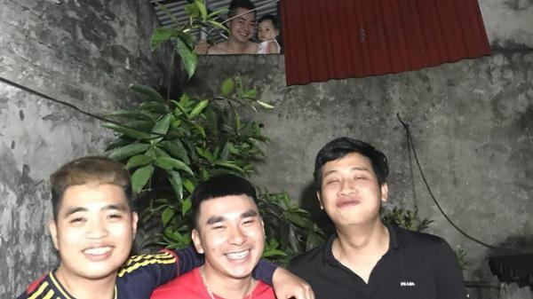 Phú Thọ: 3 thanh niên nửa đêm lôi nhau ra sân chụp ảnh, chụp xong phát hiện trong ảnh có 5 người