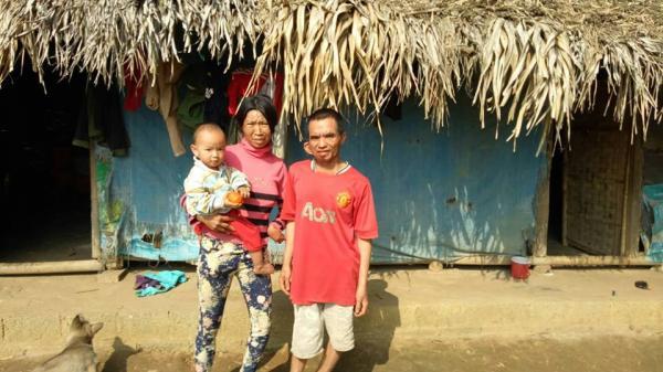 Xót xa cho hoàn cảnh hai vợ chồng tàn tật ở Phú Thọ nhiều năm liền vẫn ở trong căn nhà lá phủ bạt