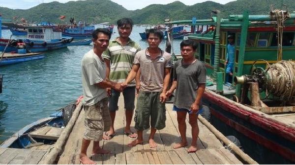 Tàu cá Phú Yên cứu 3 ngư dân Khánh Hòa bị nạn trên biển
