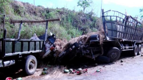 Phú Yên: Xe chở dưa hấu lật nhào, 2 người tử vong.