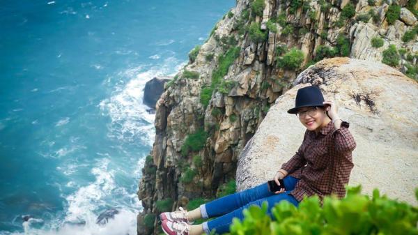 Phú Yên: Về xứ hoa vàng cỏ xanh ngắm hải đăng Đại Lãnh