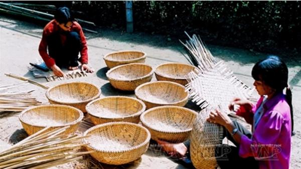 Làng nghề đan đát Vinh Ba