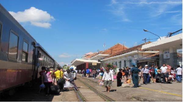 Khai trương đôi tàu du lịch tuyến Nha Trang - Huế và ngược lại