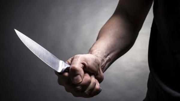 Phú Yên: Nhân viên bảo vệ nhà hàng bất ngờ bị 2 kẻ lạ đâm trọng thương
