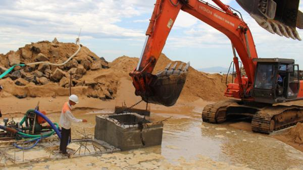 Công trình xử lý cấp bách chống sạt lở khu vực xã An Phú (Tuy Hòa): Cố gắng hoàn thành trước mùa mưa năm nay