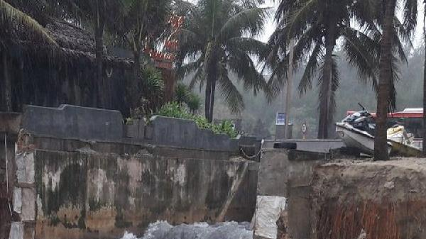 Sau ngập lụt, nguy cơ lũ quét, sạt lở đang diễn biến phức tạp ở miền Trung