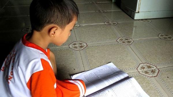 Cháu bé 3 tuổi biết đọc lưu loát tiếng Việt