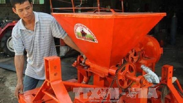 Phú Yên: Chế tạo thành công máy thu hoạch mía có sức làm việc bằng 70 công lao động