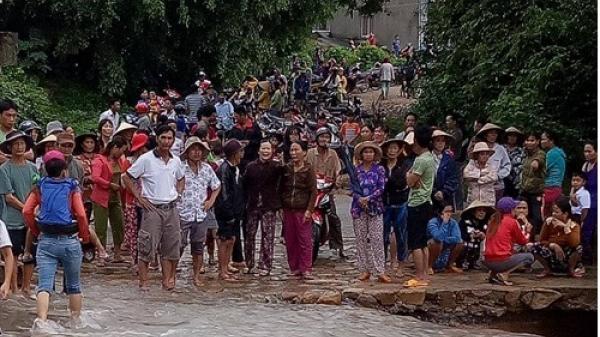 Phú Yên: Hàng trăm người tìm kiếm trưởng thôn bị lũ cuốn trôi