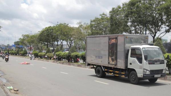 V.a ch.ạm với xe máy Go-Viet, khách nữ GrabBike ngã ra đường bị xe tải c.án t.ử v.ong, tài xế h.oảng l.oạn