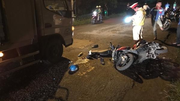 Giám đốc công ty ô tô bị xe tải c.á.n sau khi tr.ượt ng.ã xuống đường