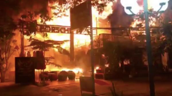 Cháy nhà trong đêm, 4 người trong một gia đình t.ử v.ong