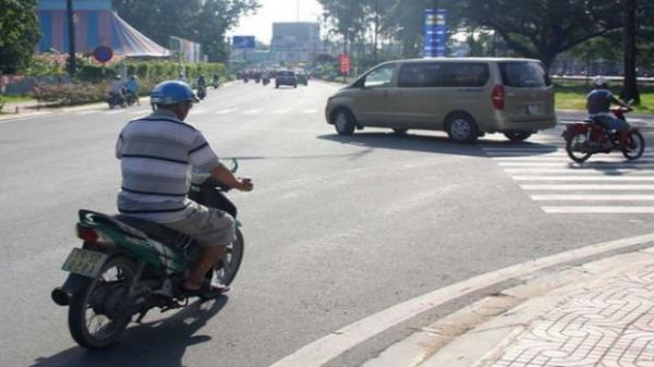 Đi xe ô tô rẽ không xi nhan bị phạt tới 5 triệu đồng