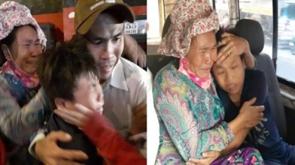 Niềm vui ngày giáp Tết: Mẹ con sum họp sau gần 1 năm bé đi lạc, nghẹn ngào giây phút chạm mặt