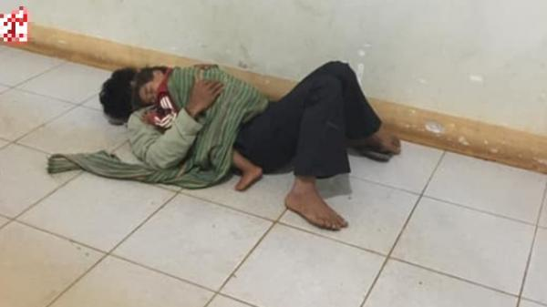 Xúc động bố nằm sàn hành lang bệnh viện, ôm con co ro ngủ đợi mẹ sinh em bé