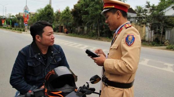 Uống rượu đầu năm mới, nam thanh niên dân tộc Thái bị phạt mất tháng lương do lỗi nồng độ cồn