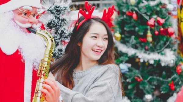 Cô giáo Quảng Bình chụp ảnh đón Noel mà trẻ trung hơn cả học sinh thế này đây!
