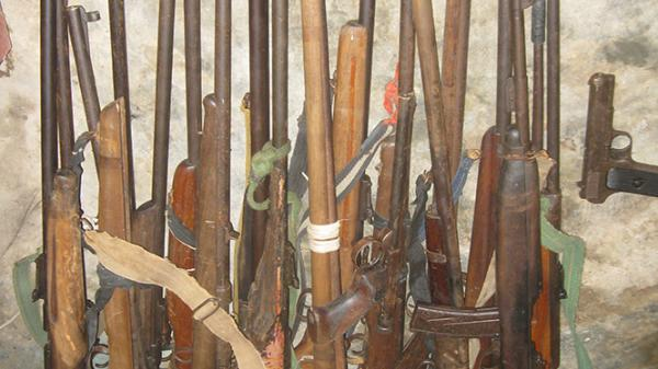 Minh Hóa: Thu hồi 105 khẩu súng các loại