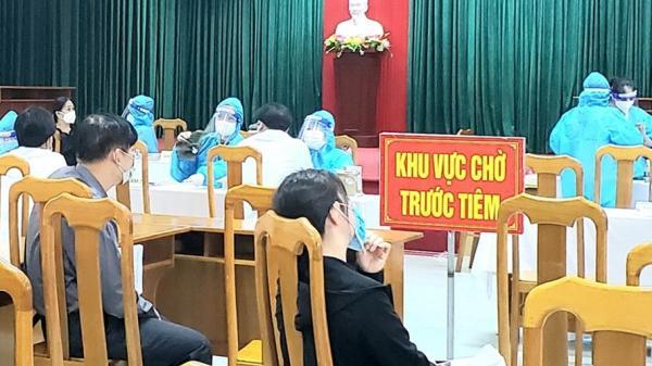 Quảng Bình thông tin vụ cô giáo tiêm 2 mũi vaccine COVID-19 cách vài phút