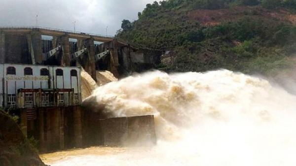 Miền Trung tiếp tục mưa rất to, khẩn cấp bảo vệ hồ đập 'no nước' nguy cơ mất an toàn