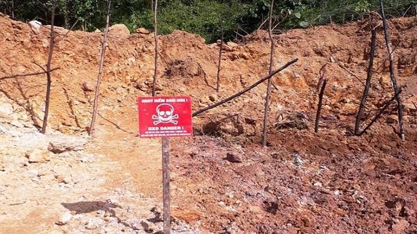 Đào móng nhà phát hiện bom ở Quảng Bình