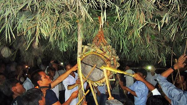 Lễ hội đập trống tìm người tình tự ở Quảng Bình