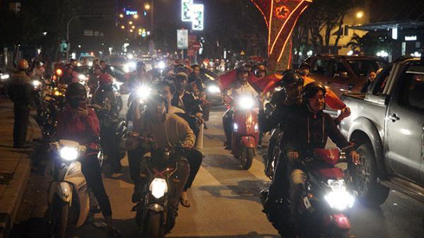 Người dân Đồng Hới xuống đường ăn mừng đội tuyển U23 Việt Nam vào chung kết