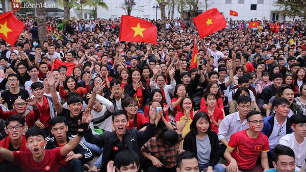 Quảng Bình: Tổ chức các điểm xem bóng đá tập trung cho người dân với màn hình lớn