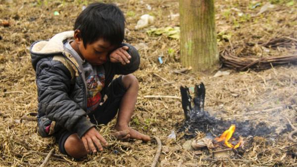 Trẻ vùng cao Quảng Bình gồng mình trong giá rét