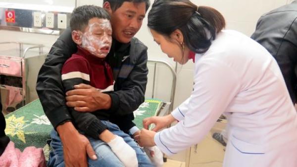 Nổ bình gas tại hội chợ của trường, 7 học sinh tiểu học bỏng nặng