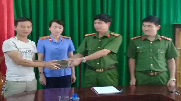 Công an huyện Minh Hóa: Trao trả hơn 300 triệu đồng cho người bị hại