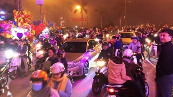 Hàng ngàn người Quảng Bình tiếc nuối vì sương mù cản trở pháo hoa