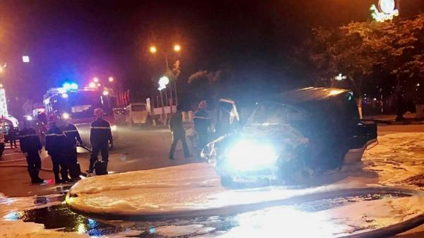 Đồng Hới: Xe ô tô 5 chỗ nát đầu vì đâm vào xe khách