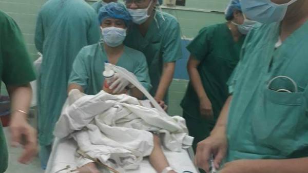 """""""Gắp"""" hạt hướng dương ra khỏi đường thở của bé 2 tuổi đến từ Quảng Bình"""