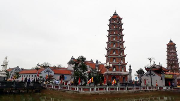Hơn 30 ngàn lượt du khách vãn cảnh chùa Hoằng Phúc
