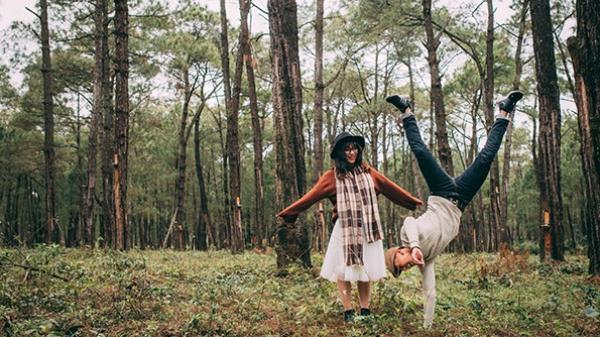 Có khi nào bạn thấy đồi thông xứ Quảng lại đẹp đến thế trong bộ ảnh tình yêu của cặp đôi 10x