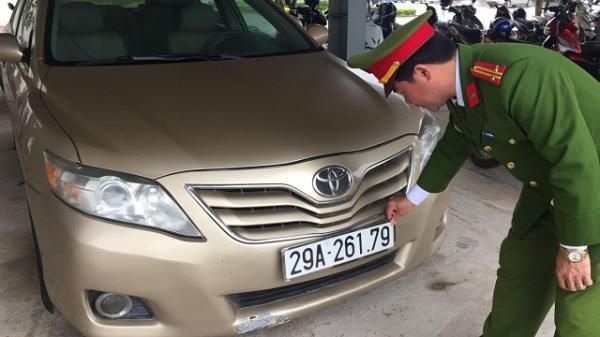 Quảng Bình: Bắt giữ container chở ô tô Camry nhập lậu