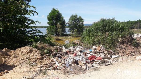 Quảng Bình: Rác thải uy hiếp hồ Bàu Vèng