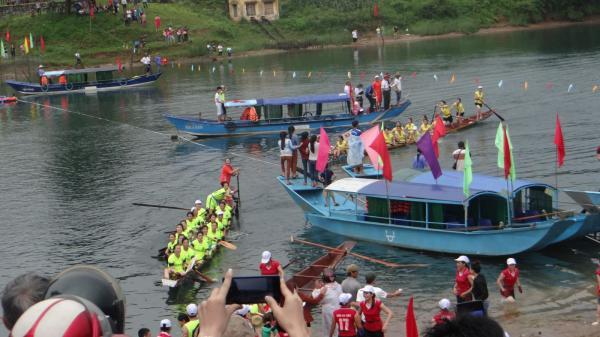 Lễ hội cá trắm Phong Nha