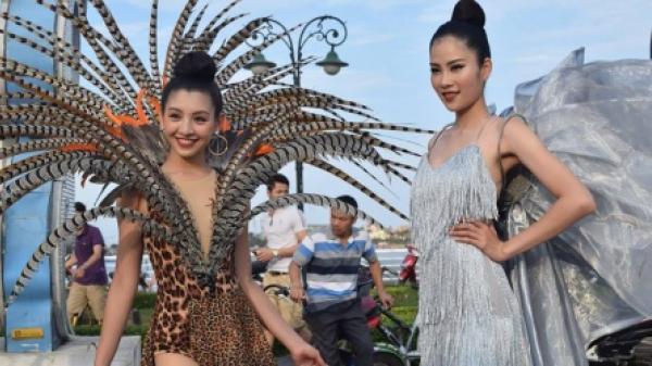 Dàn người đẹp làm 'nóng' đường phố Đồng Hới