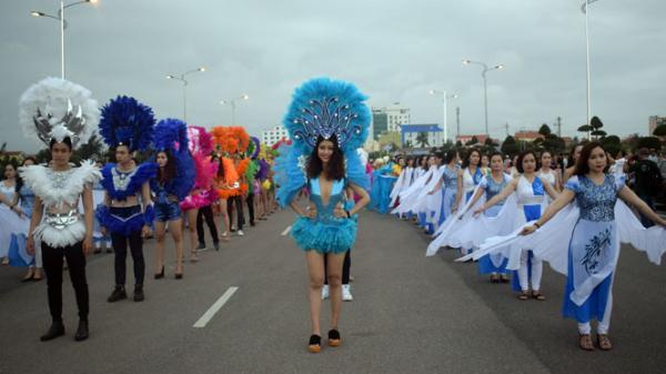"""Quảng Bình rực rỡ với lễ hội """"Diễu hành đường phố"""""""