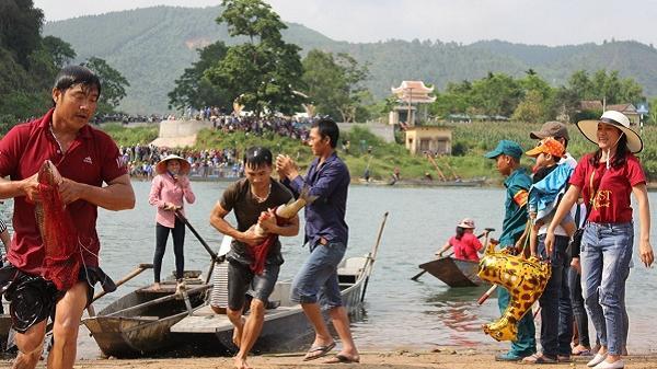 Rộn ràng hội thi cá trắm, đua thuyền sông Son tại Vườn Quốc gia Phong Nha – Kẻ Bàng