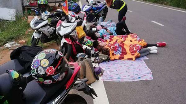 Nhóm phượt thủ bị chỉ trích vì nằm ngủ la liệt ven đường đèo Quảng Bình